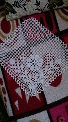 This Pin was discovered by Sey Crochet Placemats, Crochet Blocks, Crochet Dishcloths, Crochet Squares, Vintage Crochet Patterns, Doily Patterns, Baby Knitting Patterns, Crochet Designs, Crochet Dollies