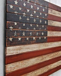 Distressed American Flag on Planked Wood Distressed Wood American Flag - American Flag Wall Art, American Flag Pallet, Rustic Wooden American Flag, American Flag Crafts, Pallet Flag, Wood Flag, Diy Wood Projects, Wood Crafts, Woodworking Projects