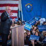 Bernie Sanders, and Simon and Garfunkel, Put Focus on Voters - NYTimes.com