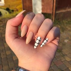 Semi-permanent varnish, false nails, patches: which manicure to choose? - My Nails Edgy Nails, Grunge Nails, Fancy Nails, Stylish Nails, Casual Nails, Simple Acrylic Nails, Fall Acrylic Nails, Glitter Nails, Autumn Nails