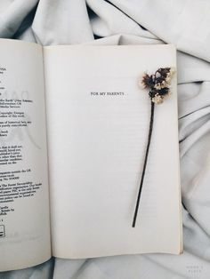 bookstagram, books photography, tumblr white aesthetics, reading, book bloggers idea inspiration