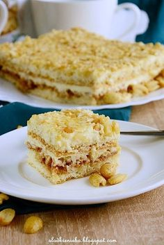 Ciasto Biały Lion- biszkopt z masą budyniową, kajmakiem, ryżem preparowanym