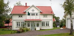 sekelskifteshus - Sök på Google Style At Home, German Houses, Sweden House, Swedish Style, Nordic Home, Red Roof, White Houses, Exterior Colors, Building Design