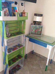 Cassette della frutta e vecchio tavolino