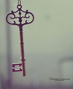 I often wonder, upon seeing old keys -- what did you unlock, once upon a time?the charm of them. Under Lock And Key, Key Lock, Key Key, Antique Keys, Vintage Keys, Knobs And Knockers, Door Knobs, Old Keys, Key To Happiness