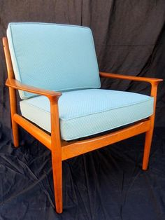 Vintage Furniture How to Refinish a Vintage Midcentury Modern Chair : Home Improvement : DIY Network - DIY Network has instructions on what to look for when buying iconic modern furniture and how to properly restore and refinish it. Chaise Vintage, Vintage Chairs, Vintage Furniture, Furniture Design, Chair Design, Wood Furniture, Furniture Ideas, Vintage Armchair, Furniture Logo