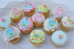 How adorable.. tutorial for the bird house on top of a cup cake :)