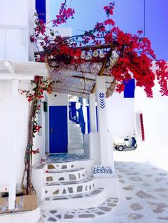 A 3 Day Guide to the Island of Mykonos, Greece: Part I A travel itinerary on where to stay, what to do, where to eat and how to enjoy the party island of Mykonos, Greece. Dream Vacations, Vacation Spots, Places To Travel, Places To Go, Travel Destinations, Wonderful Places, Beautiful Places, Greece Islands, Photos Voyages