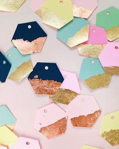 DIY Gold and Copper Leaf Hexagon Gift Tags / Oh So Beautiful Paper Gold Diy, Cool Diy Projects, Craft Projects, Kids Crafts, Easy Crafts, Diy Name Tags, Mops Name Tags, Diy Paper, Paper Crafts