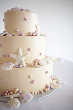 The perfect weding cake for the beach!