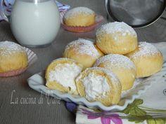Fiocchi di neve ricetta, soffici brioche leggere e golose, farcite con una delicata crema al latte, ricotta e panna e profumate alla vaniglia