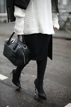 GIANT SLEEVES | Fiona from thedashingrider.com wears Vila Knit, Topshop Biker Jacket, a & Other Stories Bag and Mango Heels #ootd #whatiwore #petite