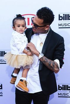 Okay, this is seriously too cute for words. Chris Brown arrived at the 2015 Billboard Music Awards this evening with the best (and most adorable) date ever: his daughter Royalty. See two more photos of the father-and-daughter duo below. Celebrity Kids, Celebrity Gossip, Chris Brown Daughter, Billboard Music Awards 2015, Chris Brown And Royalty, Breezy Chris Brown, Chris Brown Pictures, Bae, Brown Babies
