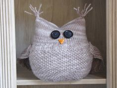 This is the Guardian Owl knitting pattern, I have knitted him in a bulky yarn and he has been test knitted in worsted and chunky yarns. Very easy and beginner friendly. A quick, fun knit! Leaf Knitting Pattern, Cat Pattern, Loom Knitting, Free Knitting, Knitting Patterns, Crochet Patterns, Free Pattern, Sewing Patterns, Knitted Owl