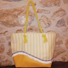 jolis_bagages Samba est un élégant cabas estival qui vous accompagnera à la plage ! ⛱️ Sa doublure dispose d'une astucieuse poche zippée cachée et d'une poche plaquée.