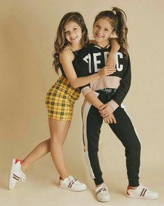Karina y Marina Preteen Girls Fashion, Young Girl Fashion, Girls Fashion Clothes, Little Girl Fashion, Teen Fashion Outfits, Kids Fashion, Cute Little Girls Outfits, Kids Outfits Girls, Cute Casual Outfits