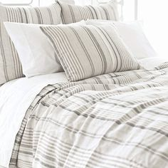 Made in the shades of slate, dune, ivory, and sand, our linen duvet brings neutral to the next level.