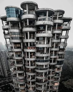 brutalism building in Guizhou, China Futuristic Architecture, Facade Architecture, Residential Architecture, Vertical City, Googie, Brutalist, Landscape Photos, Abandoned, Scenery