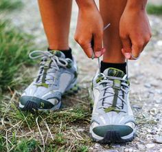 6 Health Benefits of Walking Moderate exercise, such as walking, is an important part of a healthy lifestyle. Need some motivation? Check out these six surprising health benefits of walking. Running Plan, How To Start Running, Running Shoes, Running Tips, Running Schedule, Running Routine, Sport Motivation, Fitness Motivation, Sport Fitness