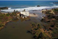 un plantel de superhéroes reconstruye Puerto Rico