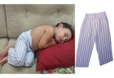 O pequeno Artur dormindo com calça de tecido listrado azul e roxo ZaZen para Baixo Mamãe.   Maiores informações sobre como ter uma dessas para o seu filho:  baixomamae@gmail.com  www.facebook.com/baixomamae