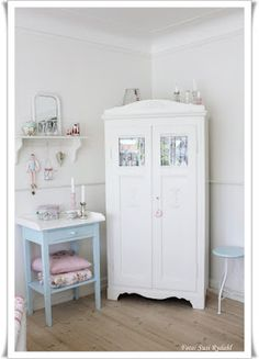 White and pastel decor