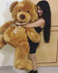 Read 59 from the story E se você fosse namorada do Tom Holland? Teddy Bear Hug, Teddy Day, Giant Teddy Bear, Teddy Girl, Cute Teddy Bears, Cute Little Girl Dresses, Cute Girl Pic, Teady Bear, Teddy Bear Pictures