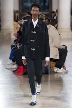 See the complete Julien David Fall 2017 Ready-to-Wear collection.