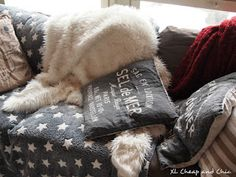 XL Cheap & Chic: Sohva mullin mallin - Sofa gone rogue. Gone Rogue, Rogues, Sofa, Chic, Animals, Shabby Chic, Settee, Elegant, Animales