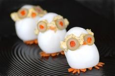 Looking for a cute way to make deviled eggs?  Try devilish chicks!