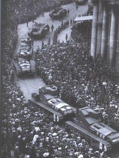 British tanks roll through Dublin during the Irish Civil War.