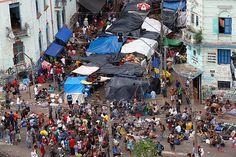 Fluxo' da cracolândia, na região da Luz; sob tendas, traficantes montam 'feira' de droga