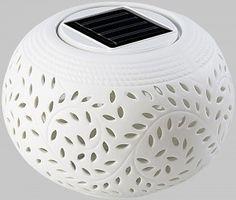 Zmieniające się kolory światła LED doskonałe na imprezę lub białe światło, aby ogród stał się romantyczny!  #ogród #dekoracje #lampa