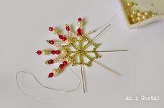 Moimi ulubionymi motywami świątecznymi są gwiazdki i śnieżynki, więc po raz kolejny sięgnęłam po koralikowe gwiazdy. Podstawowy mini ...