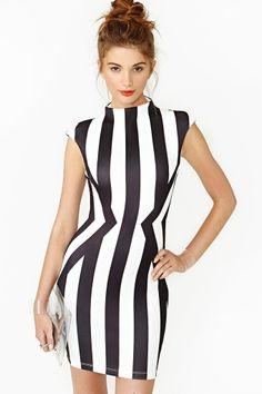 Vestido que deixa a cintura mais fina! Pelo menos aparentemente, né?! http://clicamila.com.br/ilusao-de-otica-a-favor-da-moda-e-da-cintura-bem-marcada/