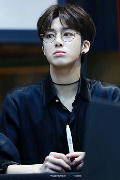 Hyungwon looks so good...