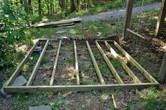 How to build a small deck. it is a floating deck small but adaptable and 2019 . How to build a sma Backyard Projects, Outdoor Projects, Outdoor Crafts, Garden Projects, Fun Projects, Wood Projects, Laying Decking, Floating Deck, Deck Construction