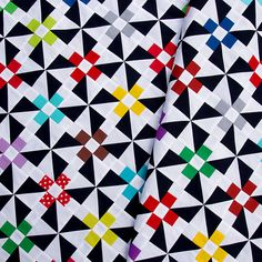 Red Pepper Quilts: Daisies and Pinwheels Quilt Top. From the always amazing, never disappointing Rita!