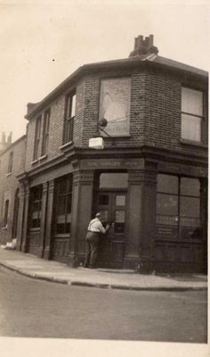 Barley Mow, 89 Royal Hill, Greenwich - c 1944 Old Greenwich, Greenwich London, Old Pictures, Old Photos, Vintage Photos, Old London, London City, England Uk, Family History