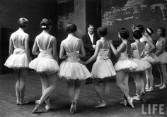 ballerinas during a rehearsal for swan lake at the grand opera de paris in 1930 photos by alfred eisenstaedt, courtesy of life magazine. Paris Opera House, Paris Opera Ballet, Vintage Ballet, Vintage Dance, Life Magazine, Folies Bergeres, Swan Lake Ballet, Ballet Russe, New York City