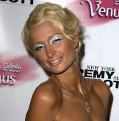 19 Pictures Anyone Who Used Makeup In The Will Recognise Makeup Trends Makeup Pictures Recognise Paris Hilton, Makeup Trends, Beauty Trends, Eye Trends, 2000s Makeup, 2000s Hairstyles, 2000s Fashion Trends, Aesthetic Makeup, Beauty Makeup