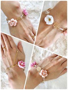つまみ細工 ピンクフラワーのブレスレット❁ Ribbon Jewelry, Ribbon Art, Fabric Jewelry, Flower Crafts, Diy Flowers, Fabric Flowers, Handmade Crafts, Diy And Crafts, Handmade Jewelry