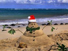 sand snowman.   Great idea for Christmas beach vacation photo.