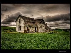 abandoned farm house.  i would love to be able to explore inside :)