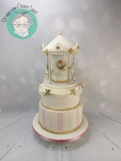 Carrousel+cake+white+and+gold+-+Cake+by+DeOuweTaart