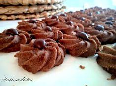 Herkkujen Helmiä: Suklaaruusut Candy, Chocolate, Baking Ideas, Decorating, Food, Sweet, Dekoration, Toffee, Decoration