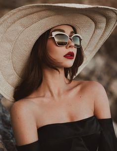 Sarah Hyland beautiful fashion model photoshoot in Modeliste Magazine April 2018 cover issue Sarah Hyland, Haley Modern Family, Celebrity Travel, Celebrity Style, Insta Models, Victoria Secret Fashion, Badass Women, Beautiful Models, Film