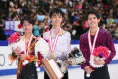 (L to R) Tatsuki Machida, Yuzuru Hanyu, Takahiko Kozuka (JPN), DECEMBER 22, 2013 - Figure Skating : Japan Figure Skating Championships 2013 Men's Victory Ceremony at Saitama Super Arena, Saitama, Japan. (Photo by YUTAKA/AFLO SPORT) (512×341)