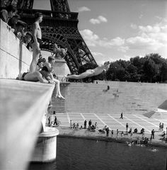 "R.Doisneau, Pont d'Iéna, 1945 © atelier Robert Doisneau. ""Robert Doisneau. Paris en libertè"", 20 febbraio-5 maggio, Spazio Oberdan, V.le Vittorio Veneto 2, Milano.  http://www.provincia.milano.it/cultura/manifestazioni/oberdan/robert_doisneau/index.html"