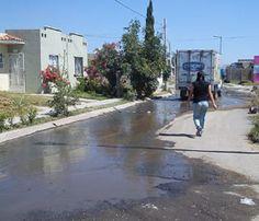 Alcantarilla tapada en Av. Chulavista y Cerro del Azufre en quinta etapa Fraccionamiento Chulavista tienen un mes corriendo agua sucia por 5 calles. Reportero Anónimo.